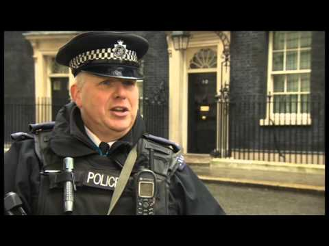 CCTV: OFF-DUTY DOWNING STREET POLICEMAN TACKLES KNIFEMAN
