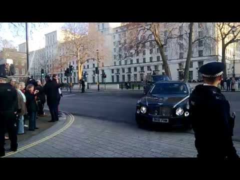 Queen ERII arrives at No. 10 Downing Street, 18 Dec 2012