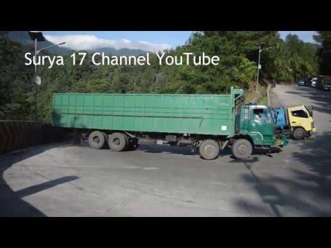 Download Lagu Detik Detik Truck Mundur dan Menabrak Pembatas Jalan Sitinjau Lauik MP3 Free