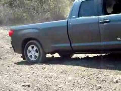 Toyota Tundra 07 in soft dirt Video