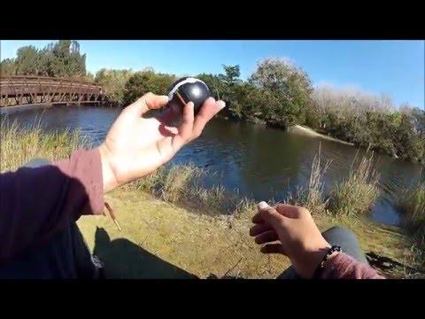 катя и макс ловят руками рыбу