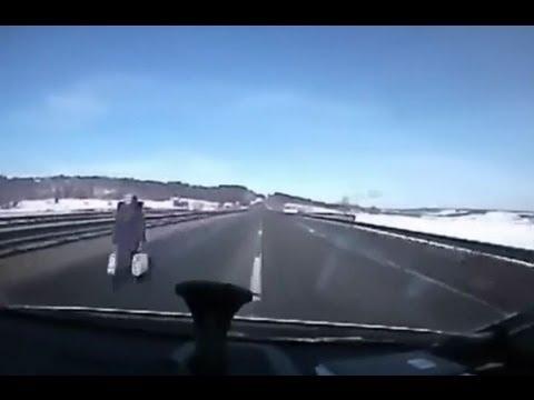 Бабушка идет домой