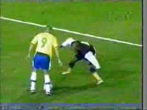 Football Skills - Zidane, Ronaldo And Ronaldinho video