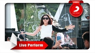 Isyana Sarasvati Tetap Dalam Jiwa Live Perform At Central Park