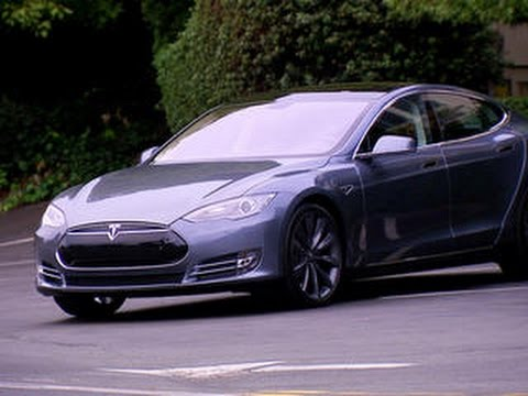 Tesla Model S: Still the best car in the world? (CNET On Cars, Episode 46)