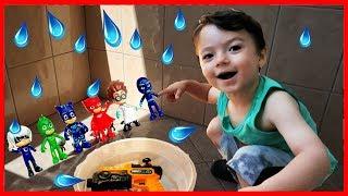 Annesi Cana Su Tabancası Verdi Pijamaskelileri Vurdu-Funny Kids Videos -Funny video-Çocuk Videoları