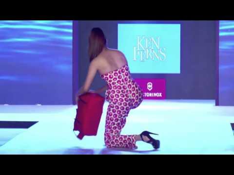 Model falls down in very high heels during Ken Ferns 2016 fashion show (HTC Fashion Tour)