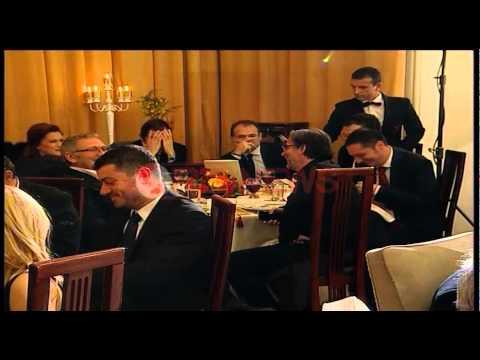 Kryeministri humor dhe batuta në darkën e fundvitit me gazetarët - Ora News- Lajm i fundit-