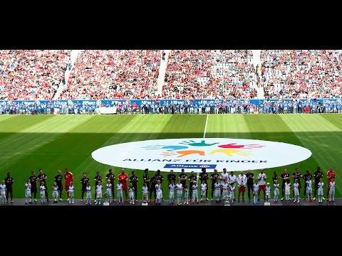 FC Bayern Munich Team Presents To Fans