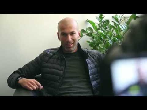 Zinedine Zidane répond aux jeunes de l'Académie Bernard Diomède