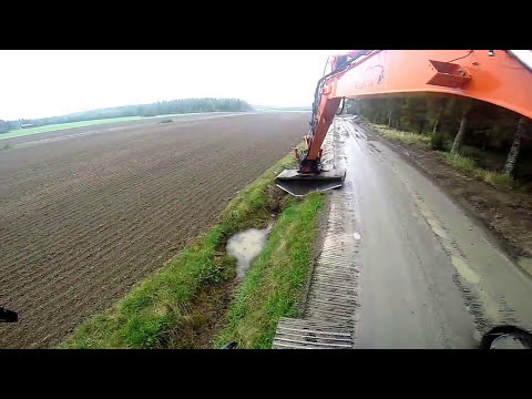 Doosan Dx225 Ditching with indexator rototilt