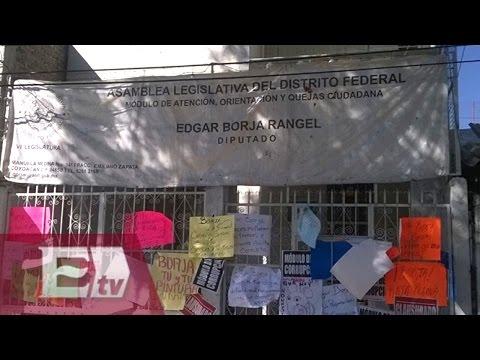 Vecinos de Coyoacán 'clausuran' módulo de diputado por caso de corrupción/ Comunidad