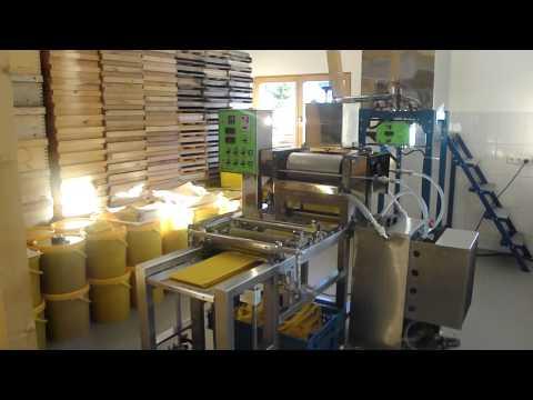 Vollautomatische Mittelwandherstellung (Kunstwabenmaschine)