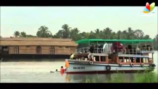 Rima Kallingals And Kuchacko Bobans Boat Capsized | Hot Malayalam News