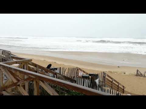 A Lacanau, du vent de grosses vagues dans le cadre de la tempête Carmen