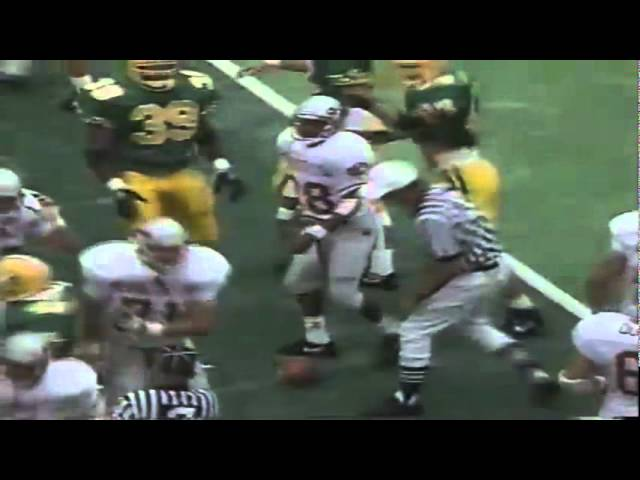 WSU kick returner takes a big hit from his own player vs. Oregon 9-07-1991