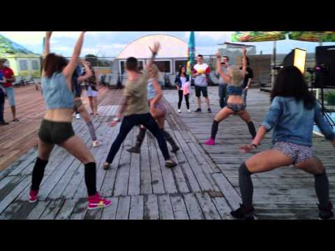 New Crazy Booty Dance (and Dancehall) Performance By Fraules Gyals video