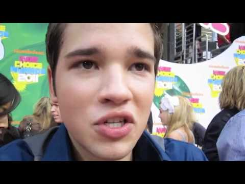 JENNETTE MCCURDY SNEAKS UP ON NATHAN KRESS!