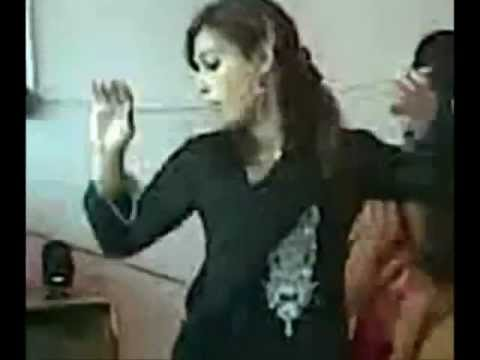 pakistani girl Dancing in Home Party