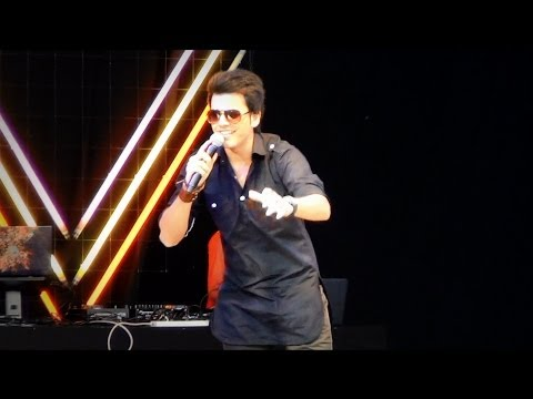 Jhoom Barabar Jhoom Medley Live By Avish Sharma auckland Diwali Fest. 2013 video