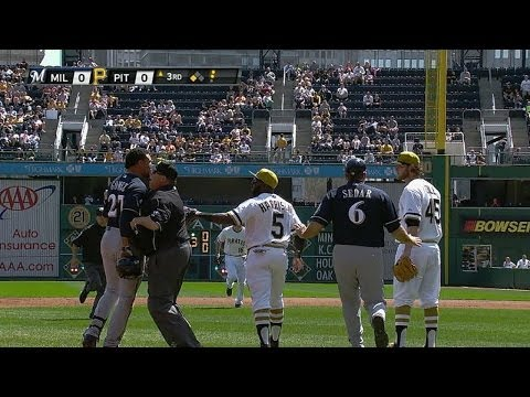 Benches clear after Gomez, Pirates get into it