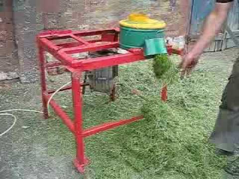 Процесс работы Траворезки для свежескошенной травы - YouTube