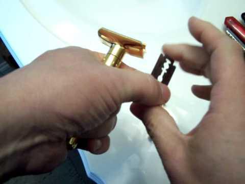 Merkur Futur razor - blade change