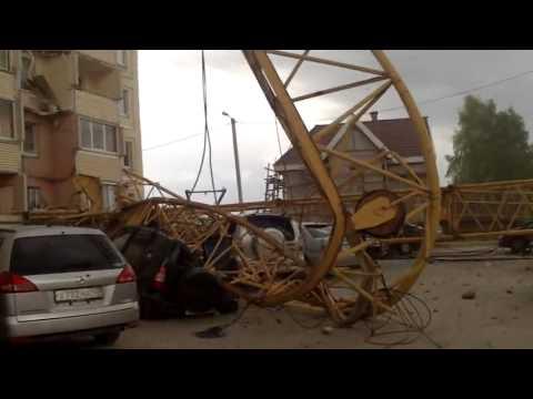 На жилой дом упал башенный кран