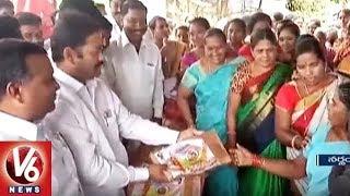 TRS MLA Peddi Sudarshan Reddy Distributes Bathukamma Sarees In Narsampet | Warangal District