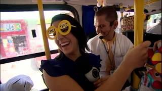 Cobrador locutor anima passageiros em ônibus de Salvador (BA)