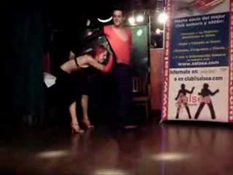 bailando bachata concurso 2006 en cats: www.salsea.com Video
