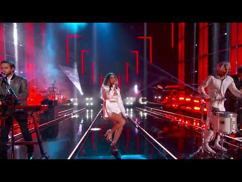 Download Lagu  Zedd, Maren Morris, Grey - The Middle Live From The Billboard  Awards - 2018 Mp3 Free