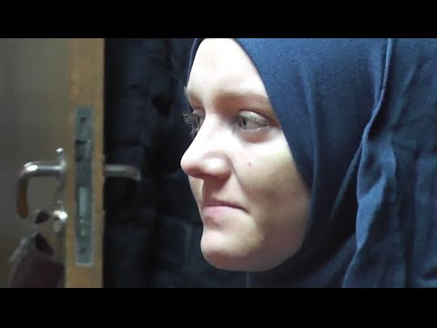 Romanian Woman Converting to Islam Emotional - January 2014