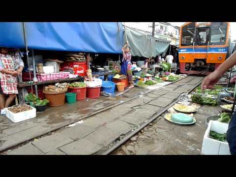 Maeklong Railway Market I on 20110611