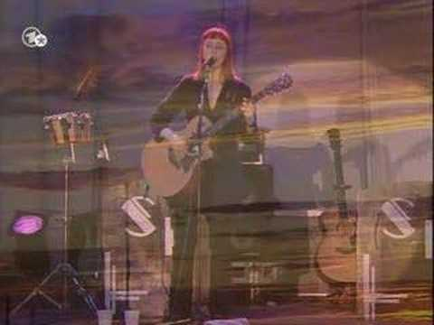 Suzanne Vega - Queen & The Soldier