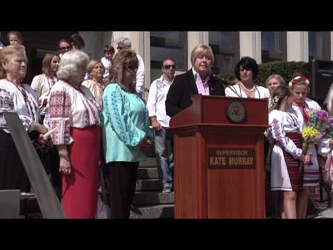 Murray Stands with Long Island Ukrainians at Independence Celebration.