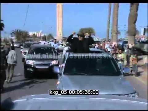 Muammar Kadhafi dans les rues de Tripoli