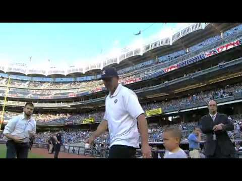 Jason Kidd tosses first pitch at Yankee Stadium