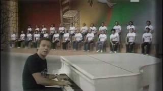 Watch Johnny Dorelli Aggiungi Un Posto A Tavola video