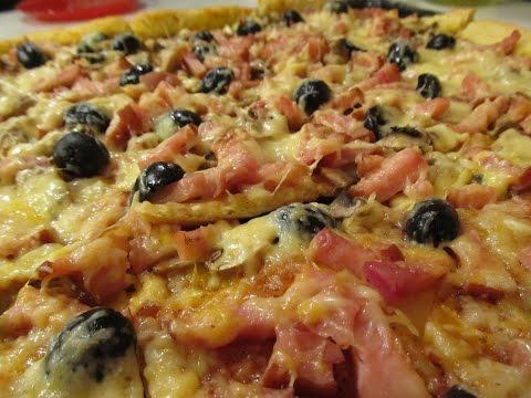 Пицца с ветчиной, маслинами и грибами