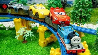 Thomas and Friends Transport Disney Cars - Learn colors and Assembling Lightning mcqueen for Kids #1