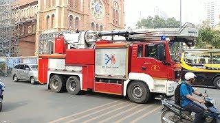 Xem xe Robo phun nước như vòi sen khổng lồ và vòi rồng bắn nước cao thế nào-Big fire drill