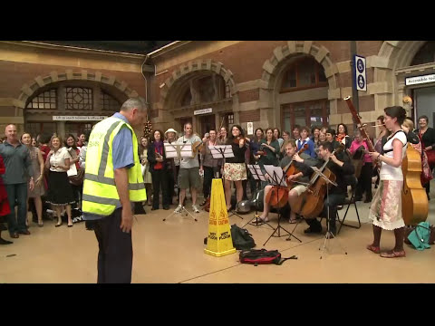 Christmas Flash Mob at Central Station