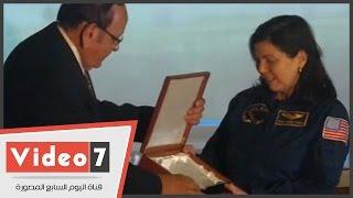 بالفيديو.. جامعة النيل تكرم رائدة الفضاء الأمريكية