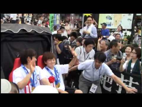 宮間選手と福元選手が美作市で凱旋パレード