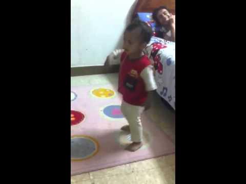 رقص شعبي طفل مشكلة thumbnail