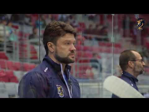 Что говорят на скамейке тренеры? Олег Ореховский провел матч с микрофоном