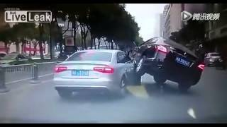 [Nissan rides on Audi's hood after being cut in traffic] Video