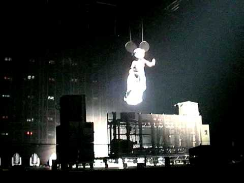 DEADMAU5 - Intro - New Years Eve NYE 2010 at the O2 Arena in LONDON (from the front row) Video