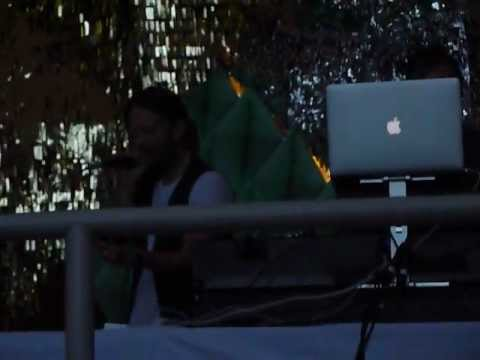 Thom Yorke&Nigel Godrich - MoMA PS1 Warm Up 9/8/12 - Second Song